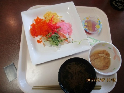 七夕のお昼はチラシ寿司!《デイサービスみさと》